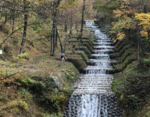 芸術的な牛伏川フランス式階段工