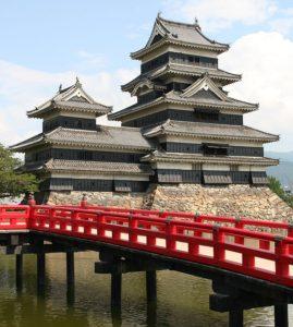 現在は通行できない松本城の「埋橋」