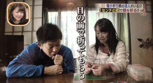 極小鶴を折り始める中田さん