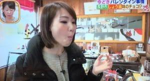 食事中の石井嘉穂アナウンサー