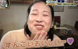 木鶏丼にご満悦の箱山愛香さん