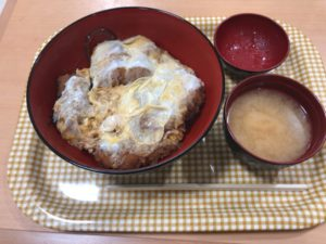 チキチキの「ロース玉子カツ定食」