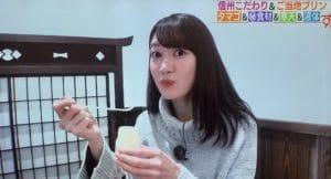 プリンを食べる望月麗奈アナ