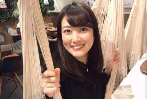 笑顔の望月麗奈アナウンサー
