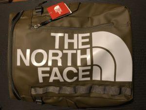 際立つTHE NORTH FACEのロゴ