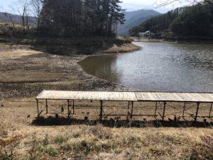 大減水中の小坂田池 桟橋付近(2019年4月時点)