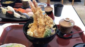 魚魚魚の「特大海老天丼」
