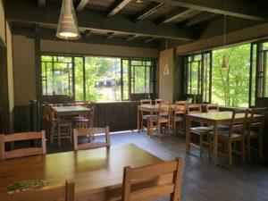 カフェ「深山」の店内