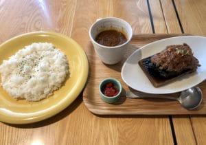 石焼ステーキとカレーセット