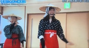 踊りを学ぶ戸田山アナ